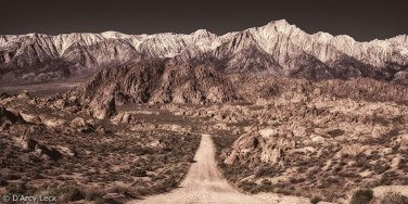 Alabama-Hills-Road-and-Eastern-Sierra-Nevada-Mountains